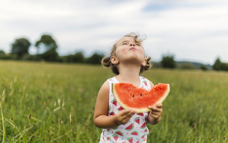 Les habitudes alimentaires saines commencent par l'éducation nutritionnelle.